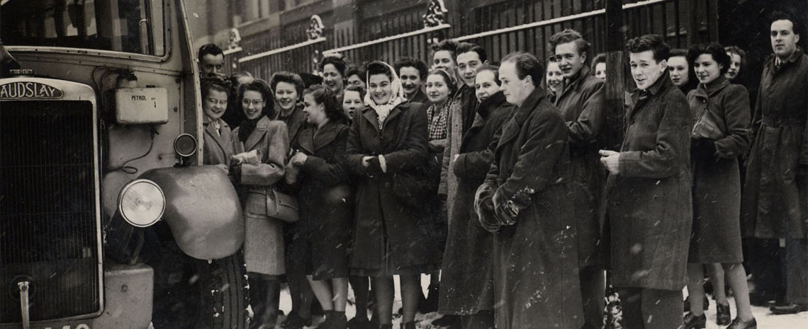 Students boarding the bus in Vernon Street for the Matisse & Picasso exhibition in Manchester, 1947
